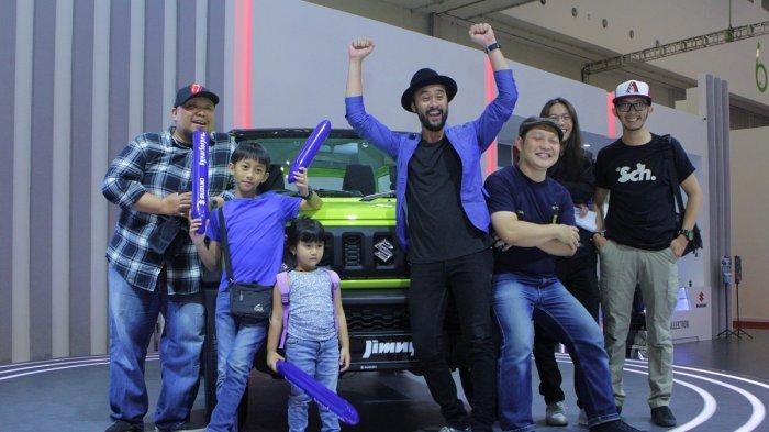 Penampilan band Pure Saturday memeriahkan suasana akhir pekan di booth Suzuki, di gelaran pameran otomotif Gaikindo Indonesia International Auto Show (GIIAS) 2019 di ICE BSD CIty, Tangerang, Sabtu (20/7/2019).