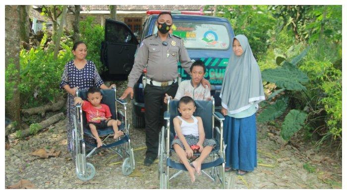 Peduli Difabel Lamongan, Purnomo Berikan 2 Kursi Roda dan 1 Sepeda untuk 3 Bocah