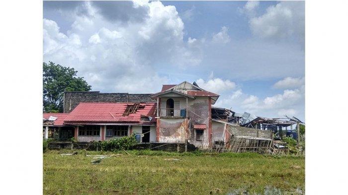 Puting beliung di Mempawah, sejumlah rumah rusak hingga atapnya terbang 200 Meter