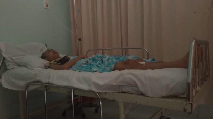 Putra Aji Adhari, remaja yang viral karena mampu meretas situs National Aeronautics and Sapace Administration (NASA) pada tahun 2019 itu kini terbaring lemah di RS Sari Asih Ciledug, Kota Tangerang setelah dikeroyok Sejumlah orang tidak dikenal