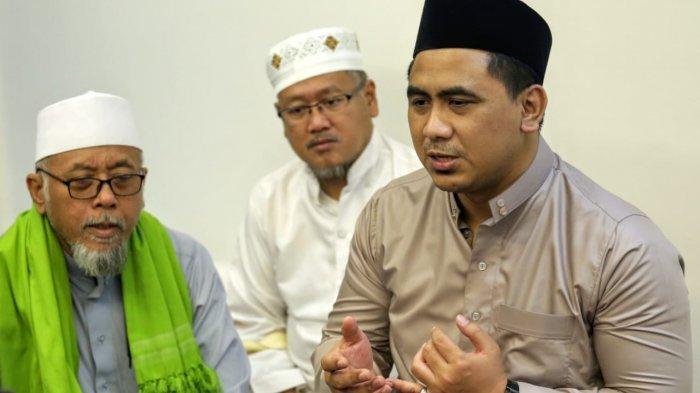 Putra Mbah Moen, Gus Taj Yasin (kopiah hitam) di acara tahlilan almarhum KH Maimoen Zubaer di Daker Makkah, Kamis (9/8/3019)