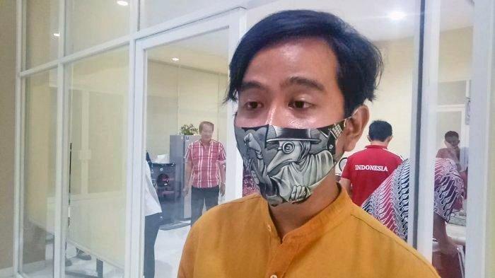 Putra sulung Presiden Joko Widodo Gibran Rakabuming Raka memberikan klarifikasi soal isu poyek bansos Kemensos