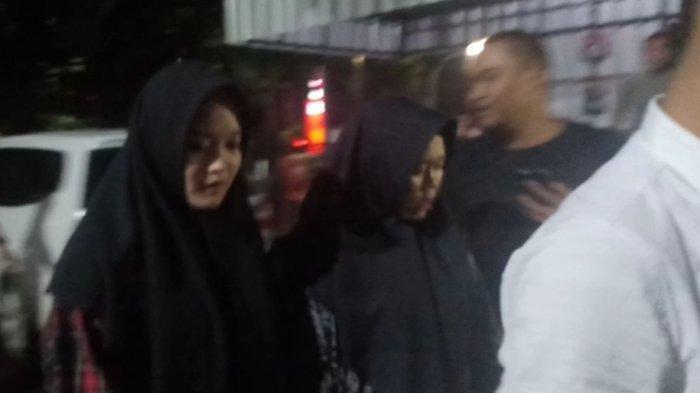 Putri Delina dan Teddy mendatangi Satreskrim Polrestabes Bandung, Kamis (9/1/2020) malam.