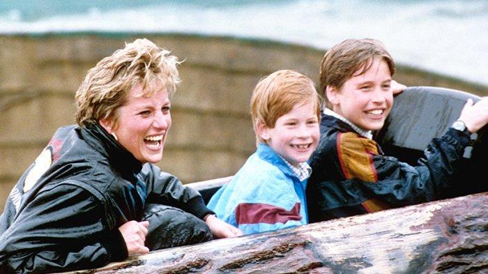 Mendiang Putri Diana bersama Pangeran Harry dan William semasa mereka masih kanak-kanak