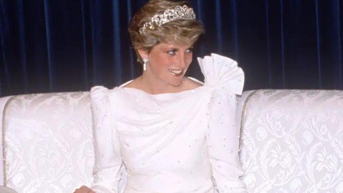 Putri Diana saat kunjungan ke Bahrain