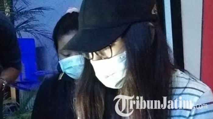 Mantan finalis Putri Pariwisita yang diduga terlibat prostitusi online diperiksa Polda Jatim.