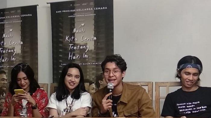 Rachel Amanda (25) dan Ardhito Pramono (24) dipertemukan dalam film 'Nanti Kita Cerita Tentang Hari Ini'.