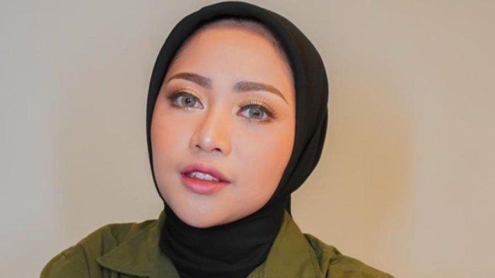 Posting Foto Diri Tanpa Hijab di Media Sosial, Rachel Vennya Dihujat, Ibunya Beri Pembelaan