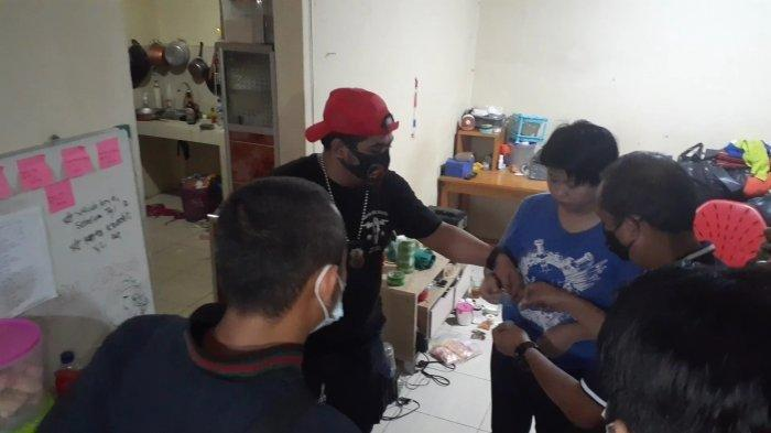 Jesika Ditangkap Saat Meracik Bahan untuk Dibuat Pil Ekstasi di Kota Tangerang