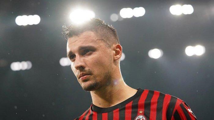 Rade Krunic kala membela AC Milan