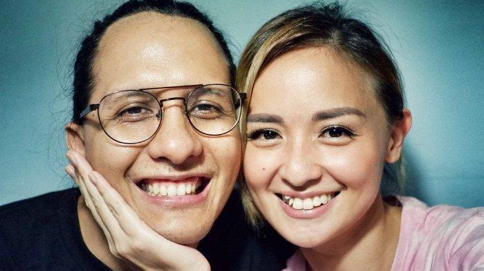 Raditya Oloan dan Joanna Alexandra. Berikut profil Raditya Oloan, suami Joanna Alexandra, yang meninggal dunia pada Kamis (6/5/2021).