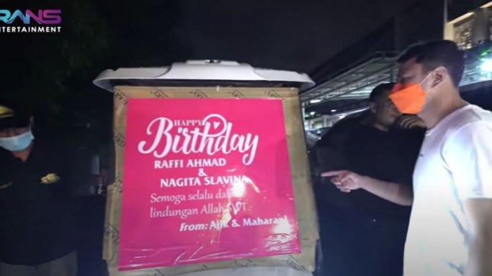 Raffi Ahmad dan Nagita Slavina dibuat terkejut dengan kedatangan truk besar bermuatan hadiah