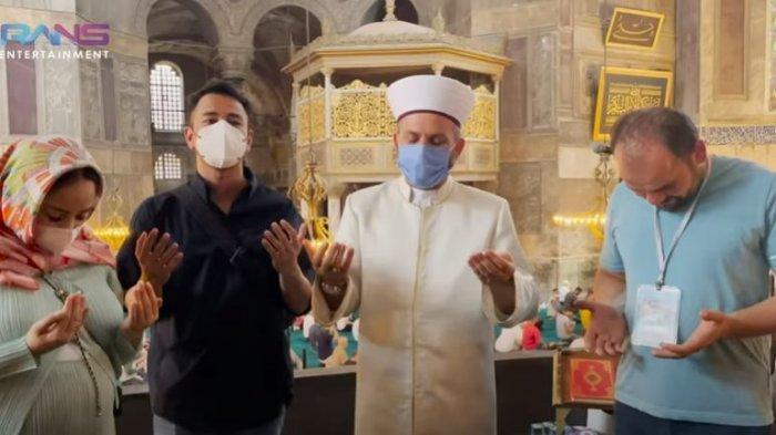 Kunjungi Masjid Hagia Sophia, Raffi Ahmad dan Nagita Slavina Bertemu Imam Besar Ferruh Mustuer