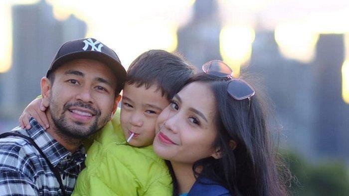 Raffi Ahmad, Nagita Slavina, dan Rafathar liburan ke Australia.