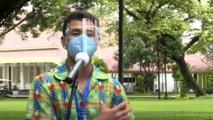 Raffi Ahmad baru saja menerima vaksin Sinovac covid-19 untuk kedua kalinya Rabu (27/1/2021) pagi di istana bareng Presiden Jokowi.