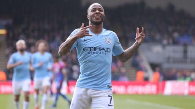 Raheem Sterling borong dua gol saat Machester City dijamu Crystal Palace, Minggu (14/4/2019)