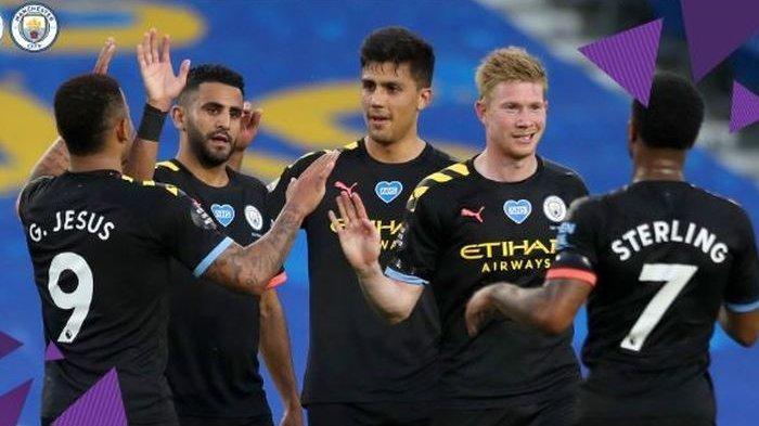 Pemain Manchester City rayakan gol Raheem Sterling (7)