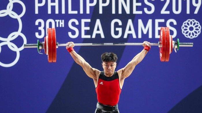 Lifter putra Indonesia. Abdullah Rahmat, beraksi pada laga kelas 73 kg dan berhak atas medali emas pada SEA Games 2019 di Aquino Stadium, Manila, Rabu (4/12/2019).