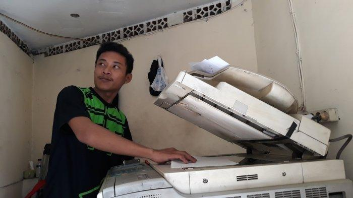 Tukang Fotokopi di Polres Bekasi Kota Kewalahan Layani Pemohon SKCK CPNS