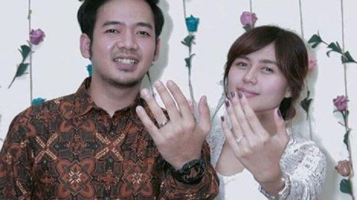 Foto Undangan Pernikahan Rai D'Masiv dan Oza Bikin Salfok, Tulisan Ini Jadi Perhatian