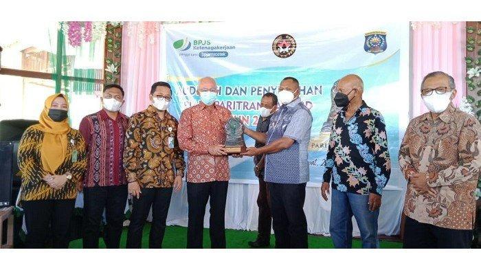Tunjukkan Pencapaian dalam Pelaksanaan Jamsostek, Pemkab Raja Ampat Sabet Piala Paritrana Award 2020