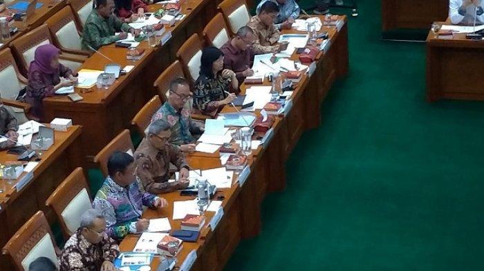 Menteri Perindustrian Agus Gumiwang Rapat Perdana Bersama Komisi VI DPR RI