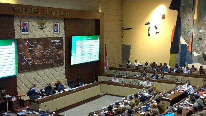 Bahas Pemutakhiran Data Pemilih, Komisi II Rapat Bersama KPU-Bawaslu-Kemendagri