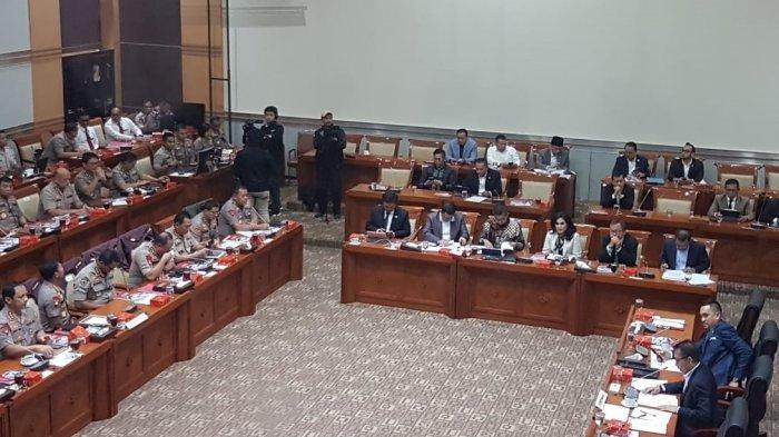 Kapolri Update Penanganan Investasi Bodong MeMiles hingga Novel Baswedan di DPR