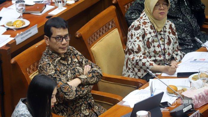 Menteri Pariwisata dan Ekonomi Kreatif Wishnutama Kusbandio mengikuti rapat kerja dengan Komisi X DPR di Kompleks Parlemen, Senayan, Jakarta Pusat, Kamis (7/11/2019). Rapat kerja tersebut membahas rencana program kerja Kementerian Pariwisata dan Ekonomi Kreatif (Kemenparekraf) tahun 2020. (Tribunnews/Jeprima)