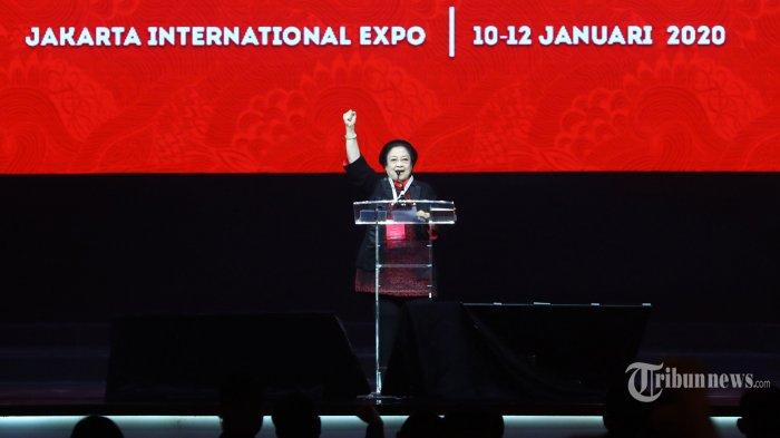 Ketua Umum PDI Perjuangan Megawati Soekarnoputri memberikan pidato pada peringatan Hari Ulang Tahun (HUT) ke-47 PDI Perjuangan sekaligus membuka Rapat Kerja Nasional (Rakernas) I di Jakarta, Jumat (10/1/2020). Rakernas I PDI Perjuangan tersebut bertemakan 'Solid Bergerak Wujudkan Indonesia Negara Industri Berbasis Riset dan Inovasi Nasional'. TRIBUNNEWS/IRWAN RISMAWAN