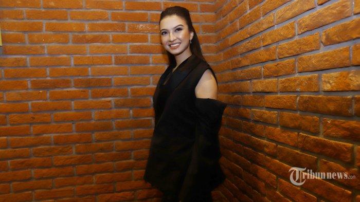 Aktris Raline Shah berpose untuk difoto saat dijumpai di Jakarta, Rabu (10/4/2019). Raline Shah akhirnya buka suara terkait kasus skandal seks artis Korea Seungri. Raline mengungkapkan tak pernah mengetahui kasus tersebut, kendati dirinya sahabat Seungri. Ia hanya sebatas teman yang pembicaraannya meliputi dunia entertainment semata. TRIBUNNEWS/HERUDIN