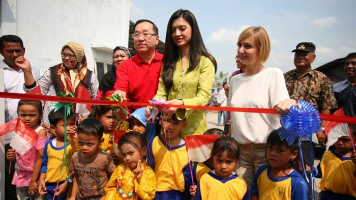 Aktris Cantik Indonesia Ini Resmikan PAUD di Belawan