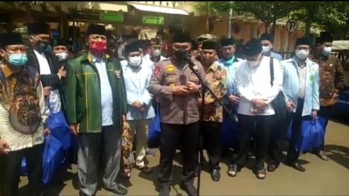 Gandeng DMI, Polda Metro Jaya Salurkan Ribuan Alquran dan Sajadah ke Masjid