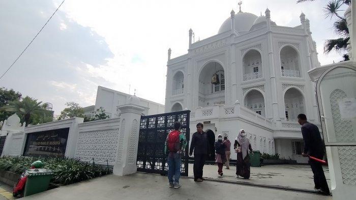 Gelar Bukber, Masjid Ramlie Musofa Sediakan 100 Porsi Makanan Setiap Hari Selama Ramadan