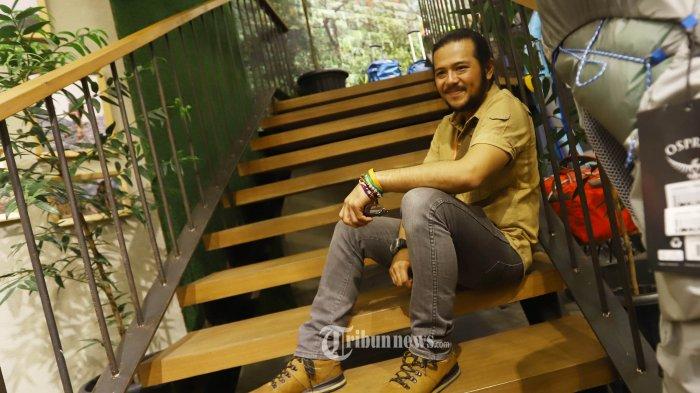 Aktor Ramon Yusuf Tungka saat dijumpai ditemui saat pembukaan sebuah gerai penjual perlengkapan outdoor, di Jakarta, Sabtu (15/12/2018).  Kendati sering mengunjungi Papua, Ramon Yusuf Tungka tak pernah bosan berkunjung ke pulau berbentuk kepala burung tersebut. Bahkan Ramon lupa berapa kali ia telah mengunjunginya, karena terlalu seringnya. TRIBUNNEWS/HERUDIN