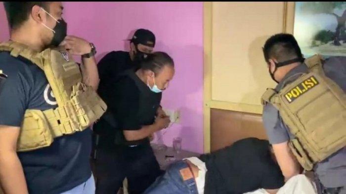 Polisi ringkus pelaku perampokan berkedok pengukur tanah di Cengkareng, Jakarta Barat, Kamis (26/11/2020).