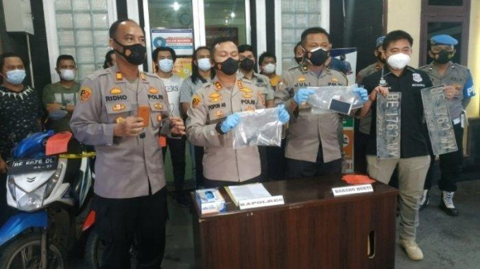 Ekspose perkara penembakan pelaku perampokan oleh Polres Lamteng. BREAKING NEWS Polisi Tembak Mati Gembong Perampokan yang Meresahkan Warga Lampung Tengah.