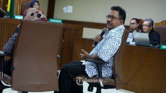 Mantan Wakil Gubernur Banten Rano Karno memberikan keterangan pada sidang lanjutan tindak pidana pencucian uang (TPPU) dan korupsi alat kesehatan di Pemprov Banten dan Pemkot Tangerang Selatan dengan tersangka Tubagus Chaeri Wardana alias Wawan di Pengadilan Tipikor, Jakarta, Senin (24/2/2020). Sidang lanjutan Tubagus Chaeri Wardana tersebut beragendakan mendengarkan keterangan saksi yang salah satunya Mantan Wakil Gubernur Banten Rano Karno yang dihadirkan jaksa penuntut umum KPK. TRIBUNNEWS/IRWAN RISMAWAN