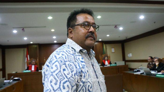 Mantan Wakil Gubernur Banten Rano Karno usai memberikan keterangan pada sidang lanjutan tindak pidana pencucian uang (TPPU) dan korupsi alat kesehatan di Pemprov Banten dan Pemkot Tangerang Selatan dengan tersangka Tubagus Chaeri Wardana alias Wawan di Pengadilan Tipikor, Jakarta, Senin (24/2/2020). Sidang lanjutan Tubagus Chaeri Wardana tersebut beragendakan mendengarkan keterangan saksi yang salah satunya Mantan Wakil Gubernur Banten Rano Karno yang dihadirkan jaksa penuntut umum KPK. TRIBUNNEWS/IRWAN RISMAWAN