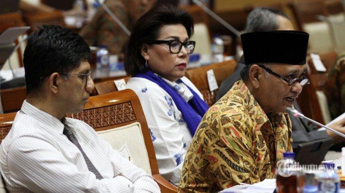 Pimpinan KPK Menggerutu dan Menopang Dagu Saat Mendengarkan Penjelasan Anggota DPR