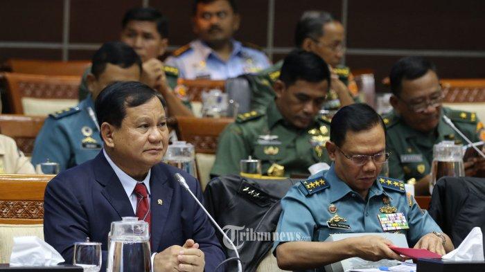 Didebat soal Anggaran, Begini Momen Prabowo Salaman dengan Effendi Simbolon: Sekarang Kau Berani Ya?