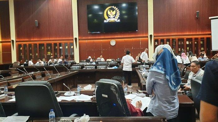 Rapat pembahasan Revisi Undang-Undang (RUU) Nomor 30 Tahun 2002 tentang Komisi Pemberantasan Korupsi (KPK) di Gedung Nusantara II, Kompleks Parlemen, Senayan, Jakarta, Senin (16/9/2019).