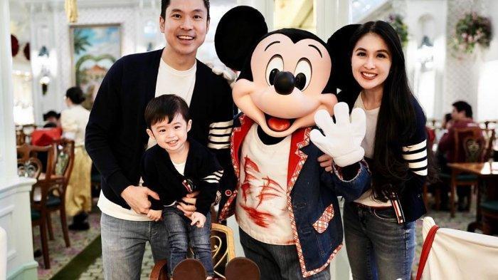 Sandra Dewi dan suami rayakan ulang tahun Raphael Moeis.