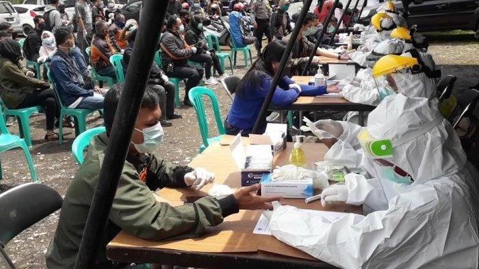 Ratusan Wisatawan yang ke Puncak Bogor Dihentikan untuk Rapid Test, Hasilnya 24 Orang Reaktif