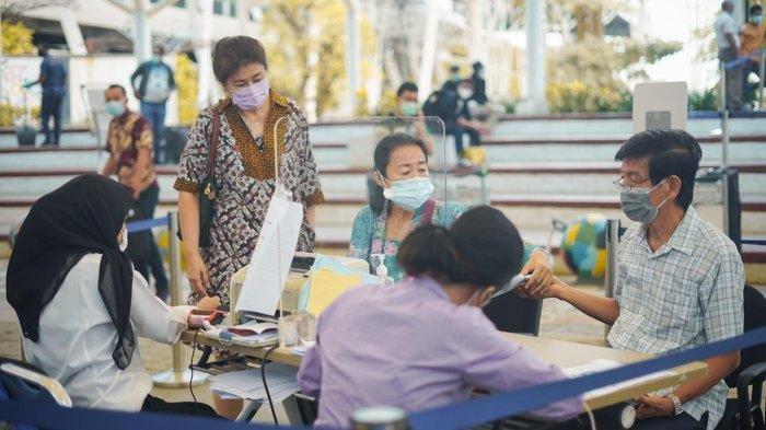 Airport Health Center di Bandara Soekarno-Hatta pada hari ini, Senin 21 Desember 2020, resmi membuka layanan prapesanan (pre-order service) untuk tes Covid-19 baik itu PCR Tes, rapid test antigen dan rapid test antibody.