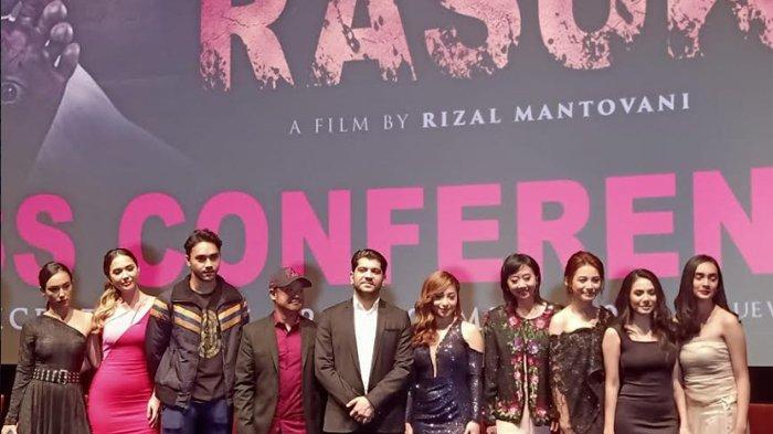 Sutradara dan pemain film Rasuk 2 saat press screening di Biskop XXI Epicentrum, Jakarta Selatan, Senin (23/12/2019) malam