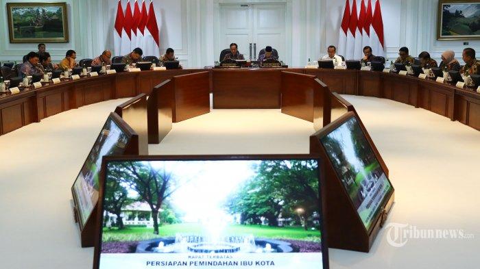 Suasana Rapat terbatas (ratas) di Kantor Presiden, Jakarta, Senin (16/12/2019). Ratas tersebut membahas rencana pemindahan ibu kota negara. TRIBUNNEWS/IRWAN RISMAWAN