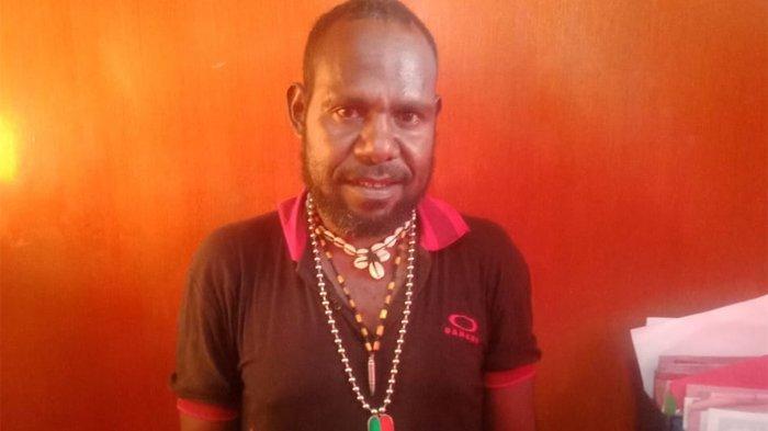 Satgas Nemangkawi menangkap Ratius Murib alias Neson Murib yang diduga merupakan jaringan penjual senjata api (senpi) dan amunisi ke Kelompok Kriminal Bersenjata (KKB), Puncak Jaya, Papua.