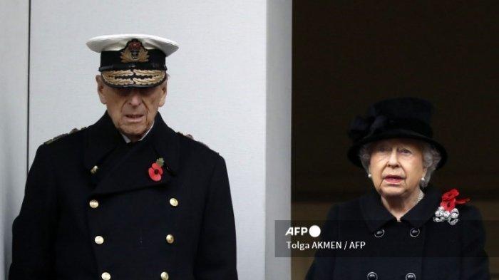 Ratu Inggris Elizabeth II dan Pangeran Philip dari Inggris, Duke of Edinburgh menghadiri upacara Remembrance Sunday di Cenotaph di Whitehall di London pusat, pada 12 November 2017