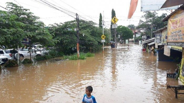 Ratusan rumah terrrendam banjir di perumahan Puri Bintaro Indah (PBI), Jombang, Ciputat, Tangerang Selatan (Tangsel), Rabu (1/1/2020).